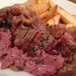 Bistro Hutte - 料理写真:ガッツリ系のお肉料理も豊富にご用意!