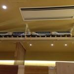 24094971 - 店内を新幹線がぐるっと一周走っています。子供大喜び。