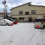 開花亭 - 店舗裏手の駐車場!