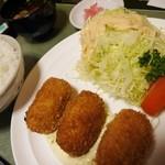 グリルくいしん坊 - カニコロッケ定食1130円