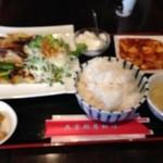 北京厨房料理 - B定食780円 牛肉の四川風炒めと麻婆豆腐