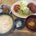 よしの屋 - 料理写真:日替わり定食(牛肉・カニクリームコロッケ)