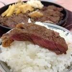 富士焼肉 - ごはんお代わりは100円追加となります。