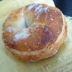 詩とパンと珈琲 モンクール - クリームチーズとクルミ  ¥200