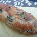 詩とパンと珈琲 モンクール - ホウレンソウと小松菜のバゲット  ¥180