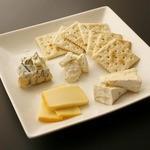 CONA - チーズ4種の盛り合わせ ワインにはこれ!