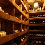 CONA - ボトルワインはワインセラーからお好きなものを!