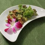 トコナツ屋 - アヒ(マグロ)とアボガドのポケ。ハワイの人気ローカル料理。 800円。