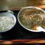 越後屋 - 料理写真:モヤシ湯麺とライス