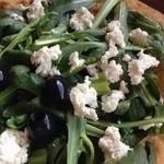 グンゲピッツァ - ホワイトピザに春菊とカッテージチーズのトッピングサラダピザ