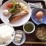 まるみ食堂 - 朝定食(生卵)680円