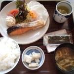 まるみ食堂 - 朝定食(目玉焼き)680円