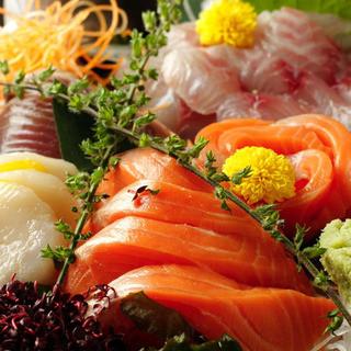 """産地直送の旬の鮮魚や、高級ブランド""""果実魚""""をご提供。"""