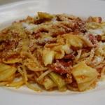 セントベーネ - パンチェッタとキャベツのトマトソーススパゲティー