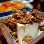 香港亭 - お通し肉味噌豆腐・200円