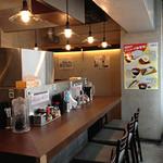 昭和食堂 - レトロな雰囲気の店内