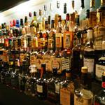 BAR C&D - バックバーには5大ウイスキーがズラリ!!