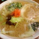 麺堂 香 - 魚とんこつ:600円には魚粉とキャベツ