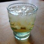 麺堂 香 - 冷たい緑茶は嬉しいですね