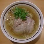 麺屋三郎 - 2014年、日々進化する塩らぅめん(750円)