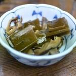 丸五 - 2014/1 お通し 昆布と椎茸の煮物