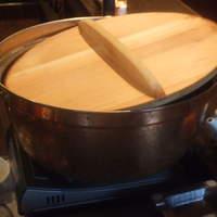 もつしげ - 銅鍋でじっくり煮込みます。