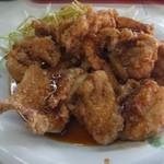 天鵬 - 鶏唐揚げ。割と大きめなサイズ6~7個入り。タレがかかっています。このタレが中々美味いです。