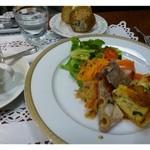 グルマン ド ニコラ - 本日のプレート盛り合わせ(1200円)・・オードブルが数種類のプレートとパン、珈琲のセットです。