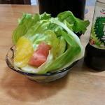 キッチンあや - 最初にサラダ。