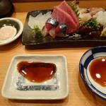 鮨やまと - お刺し身盛り合わせはカワハギの肝と醤油(山葵と生姜)で