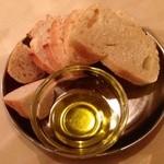 アッラ・クチーナ・デル・ソーレ - [1回目]塩気の少ないイタリアらしいパン