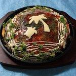 トコナツ屋 - 常夏スペシャル(シーフード、チーズ入り)。 1500円