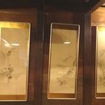 ふじ石亭 - 個室内の掛け軸(枯山水)