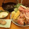 ちゃんこ雷光 - 料理写真:雷光なべ(\2,200)カツオと昆布で出汁をとったあっさりとしたしょうゆベースのスープ。鶏・豚・穴子やいわしのつみれが入ったちゃんこ鍋です。