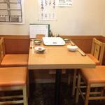 ちゃんこ雷光 - テーブル席