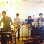 MOMO curry - サクソフォン4重奏のライブ風景。