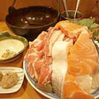 ちゃんこ雷光 - 味噌ちゃんこ (\2,400)日本海味噌と白味噌をブレンドさせたスープにサーモンが良く合います。バターのコクが美味しさの秘密です。