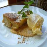 ワイン食堂 ニコ - 林檎ケーキ、アイスクリーム