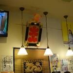 まつもとの来来憲 - (2013/12月)メニューや飾りが壁にいっぱい。