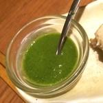 カッチャル バッチャル - 鰤のタンドール焼きに添えられていたグリーンソース