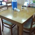 ぐしけんそば - テーブル席