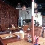 プリサヤン - バリ島のリゾートを思わせる店内