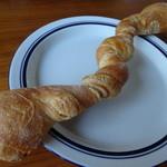 ラ・パニョッタ - 料理写真:クミンシードが効いたバゲット状の変形パン