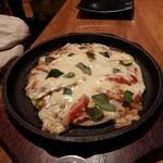 鉄板焼ビストロ よしむら - ピザ風お好み焼き