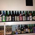 あさくら - カウンター内のボトル1
