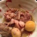 焼鳥串焼・伸 - 焼鳥串焼・伸の突出しは、親鳥のモツ煮(13.09)