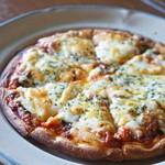 チヅおばさん - トマトもチーズもたっぷりで、厚みがあります