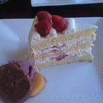マリーヌ洋菓子店 - 苺のショートケーキ