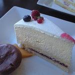 マリーヌ洋菓子店 - レアチーズケーキ