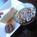 マリーヌ洋菓子店 - アイスカフェはエスプレッソを急冷